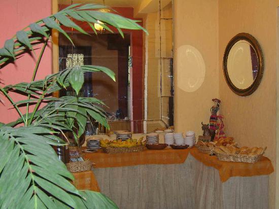 Hostal El Patio: Buffet du petit déjeuner