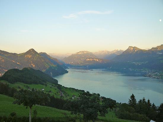 Hotel Villa Honegg: Ausblick vom Balkon bei Dämmerung