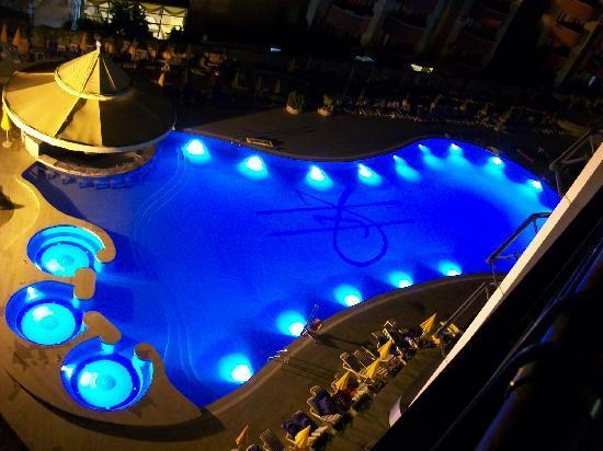 Grand Kaptan Hotel : Pool night view