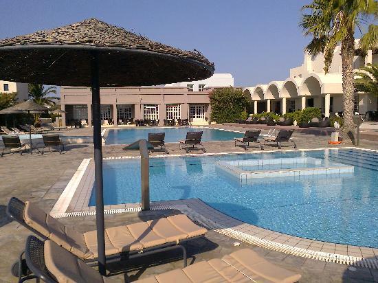 9 Muses Santorini Resort: Area piscina e jacuzzi