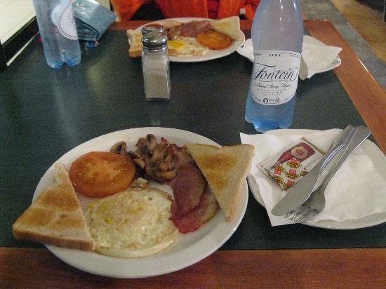 African Train Lodge: Breakfast
