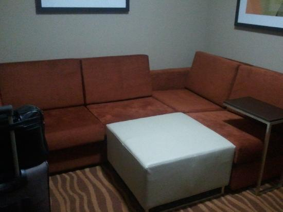 Holiday Inn Hotel-Houston Westchase: Living Room Area