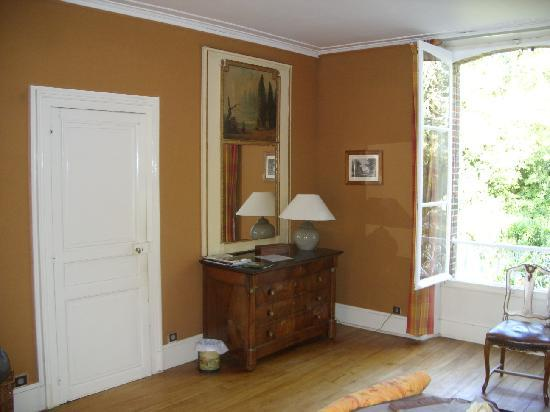 La Ferme du Chateau: A corner of the large room.