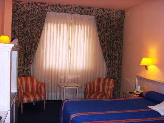 โรงแรมอายเร่ เซบีย่า: particolari della camera..