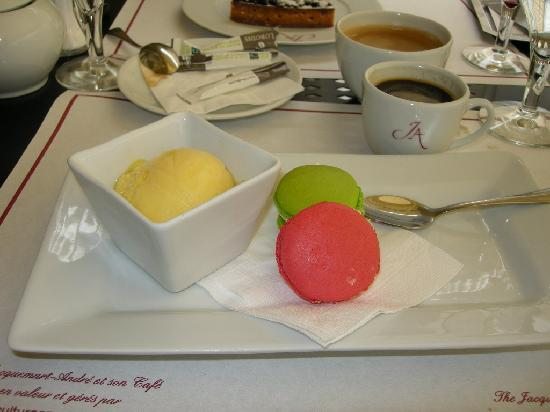 Le Cafe Jacquemart-Andre: Yet another dessert choice, macaroons and sorbet