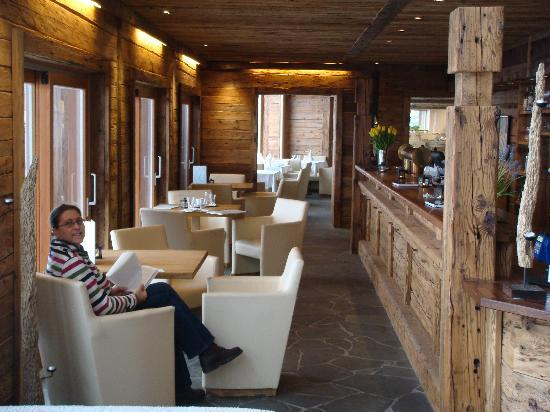 Art & Ski-In Hotel Hinterhag Saalbach : Bar through to restaurant