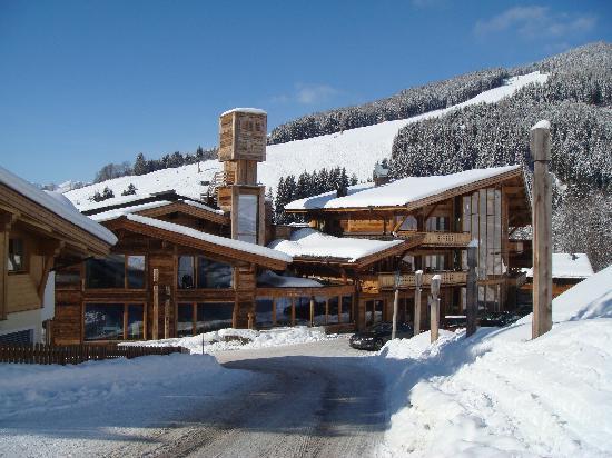 Art & Ski-In Hotel Hinterhag: Short uphill walk to slopes - looking back at hotel.