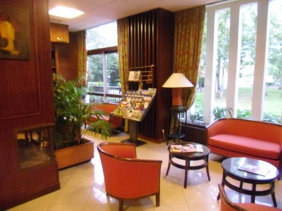 Hôtel Restaurant Le Grand Monarque : Hall