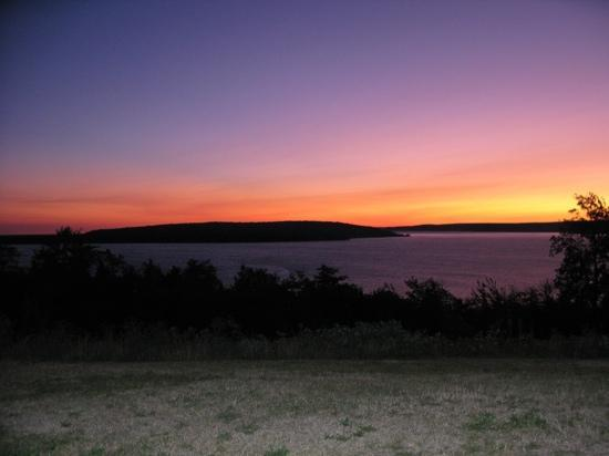 Holiday Inn Express Munising -  Lakeview: Sunrise out bedroom patio
