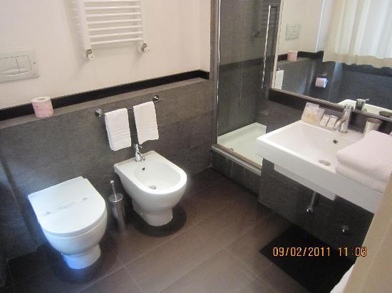Suite Dreams: The nice bathroom of Room 4
