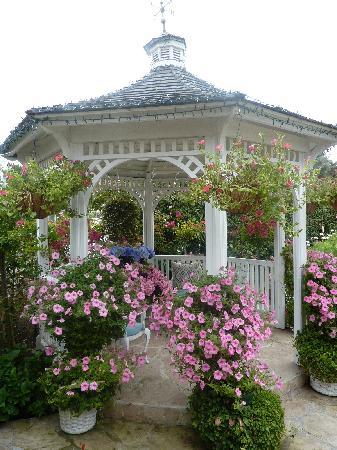 Mill Rose Inn: Gazebo