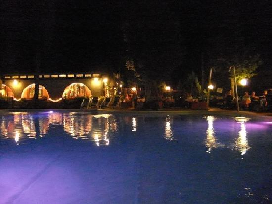 Camping Village Panoramico Fiesole: abendliche Athmosphäre am Pool
