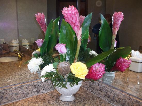 Soaring Eagle Casino & Resort: Beautiful fresh flowers everywhere