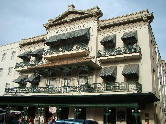 Menger Hotel: The old front of the hotel!