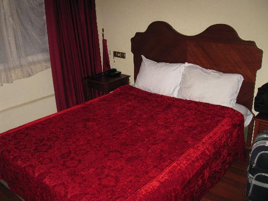 Asitane Hotel: Bed