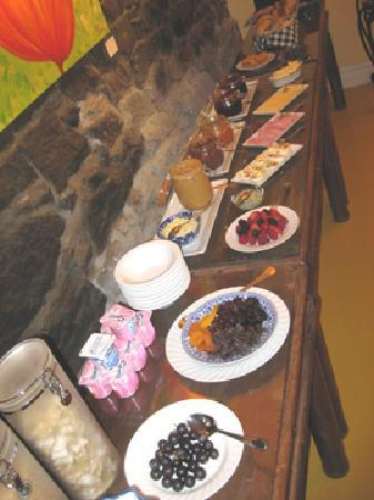 Auberge Bonsecours: Breakfast spread