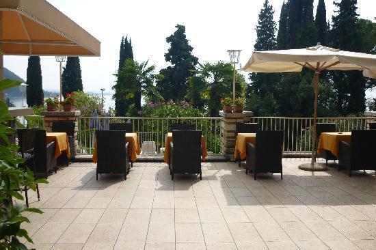 Hotel Excelsior le Terrazze: Breakfast on the terrace