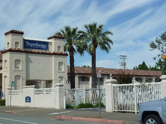 Travelodge Redding CA: exterior