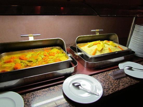 Atlas Targa & Resort: Repas de base: semoule et '3 légumes' (potiron, carottes courgettes