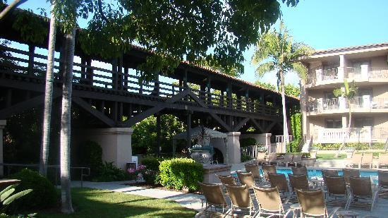The Langham Huntington, Pasadena, Los Angeles: The Picture Bridge overlooking the pool