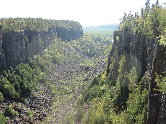 Ouimet Canyon Provincial Park: view toward west from first platform