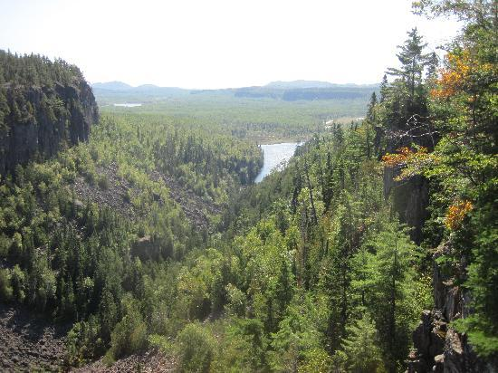 Ouimet Canyon Provincial Park: view from 2nd platform