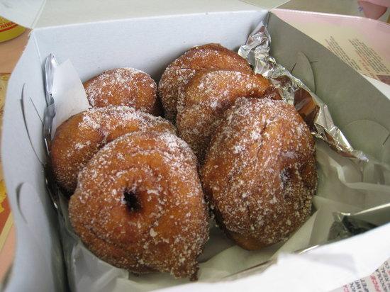 Agnes Portuguese Bake Shop: malasadas!