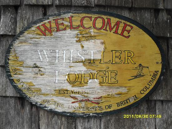 Whistler Lodge Hostel: Chipped paint welcome sign
