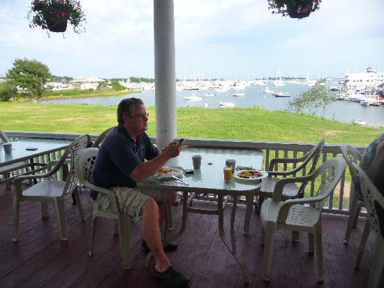 Narragansett Inn: breakfast, lunch and dinner outside