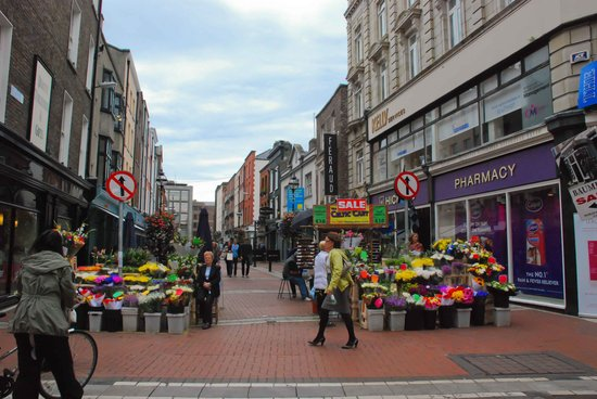 Grafton Street: Nice stalls and shops