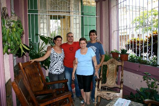 Sra. Herminia Nieves Martinez: Die ganze Familie, Milaytis (die Tochter) spricht genug englisch um zu kommunizieren.