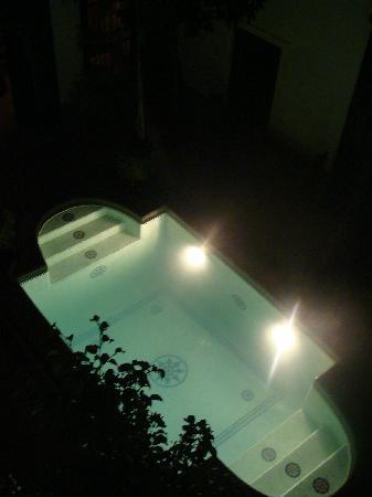 Riad Al Andaluz: The pool by night
