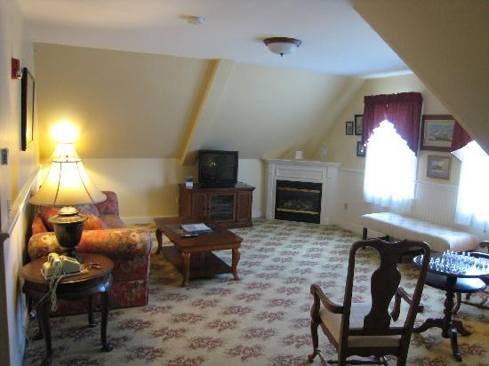Kearsarge Inn: Third floor suite, sitting area