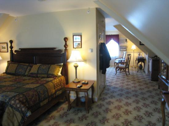 Kearsarge Inn: Third floor suite, bedroom