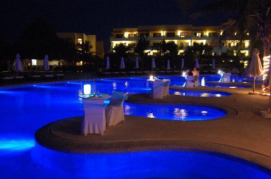 Secrets Maroma Beach Riviera Cancun: pool view at night