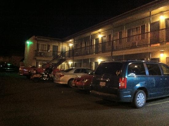 Little Pine Inn: The Little Pine Inn at night