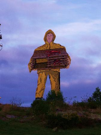 Otter Creek Inn: LOBSTERMAN STATUE