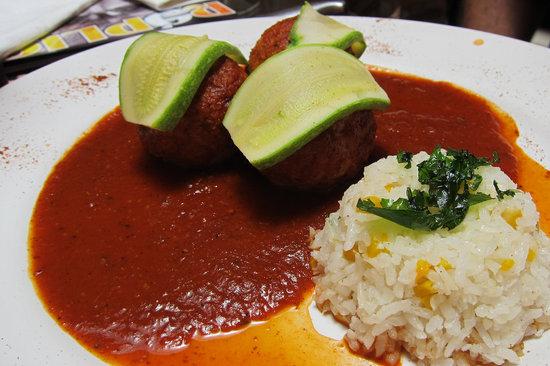 Casa de Lo Munecos: Albondigas (meatballs)