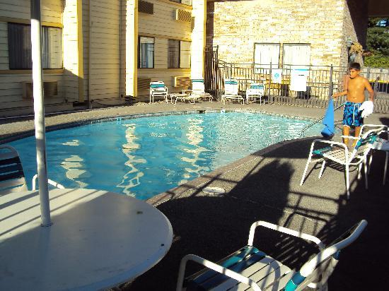 La Quinta Inn Everett: The pool at La Quinta