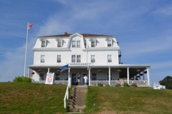 Narragansett Inn: front view of inn