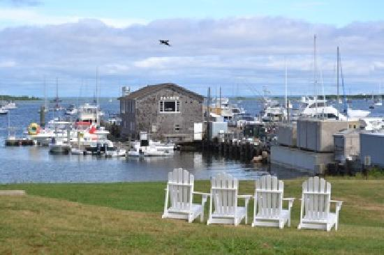 Narragansett Inn: lawn view of payne's dock