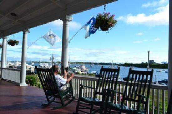 Narragansett Inn: relaxing on porch