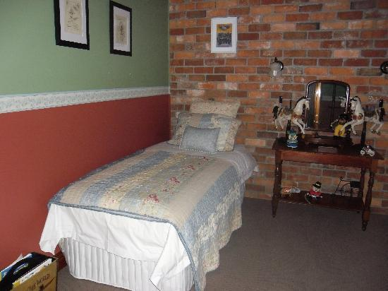 Killynaught Spa Cottages: Hannah's bedroom 2
