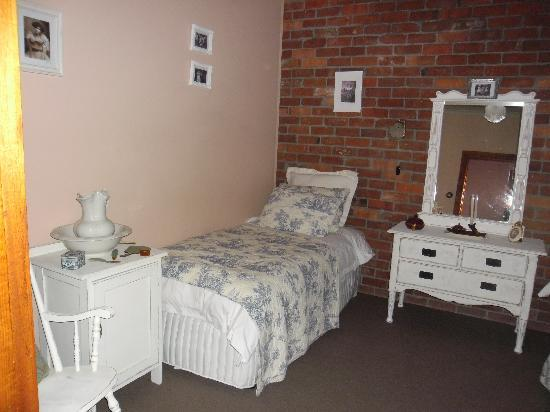Killynaught Spa Cottages: Annie's bedroom 2