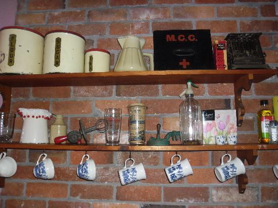 Killynaught Spa Cottages: Annie's kitchen shelves