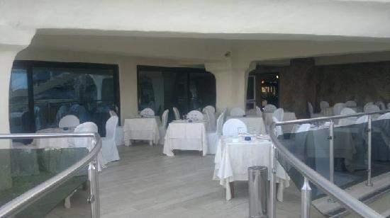 Hotel Residence Arcobaleno: sala da pranzo all'aperto