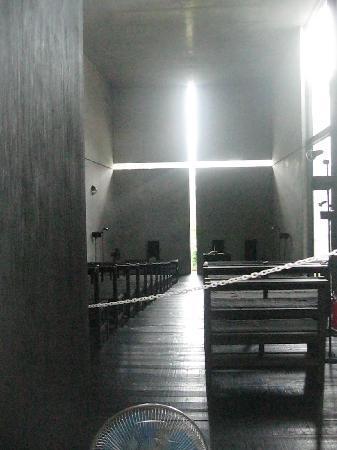 Ibaraki Kasugaoka Church: Play with light