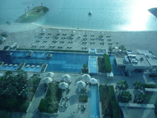 Fairmont Bab Al Bahr: View from level 7 room