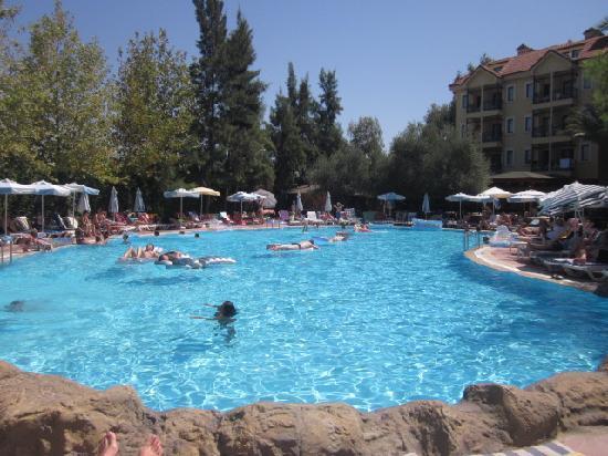 Dosi Hotel: Voici la piscine supérieure