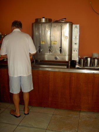 Pegasos Deluxe Beach Hotel: Machine à café des années 90